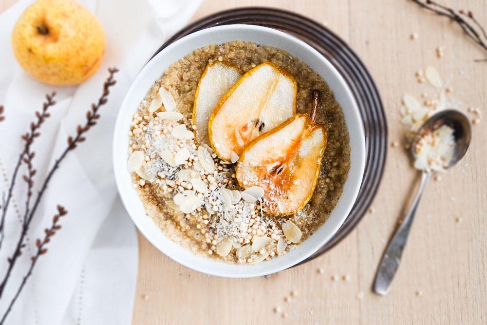 Quinoa-Porridge mit karamellisierten Birnen (1 von 1)
