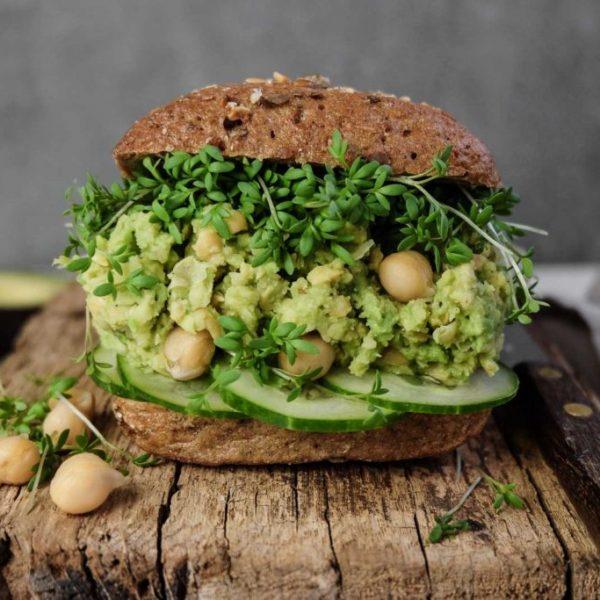 Avocado-Kichererbsen-Sandwich