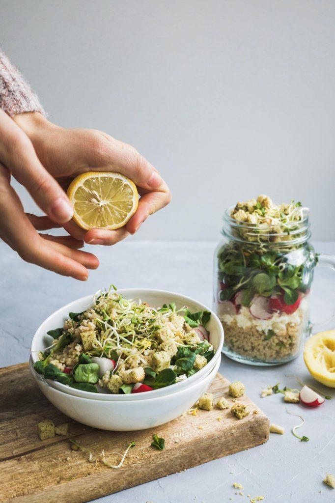 Salat mit Zitronencouscous und Croutons (12 von 14)
