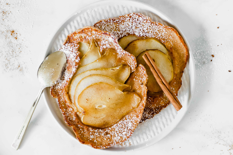 Karamellisierte Birnen-Kardamom-Pancakes