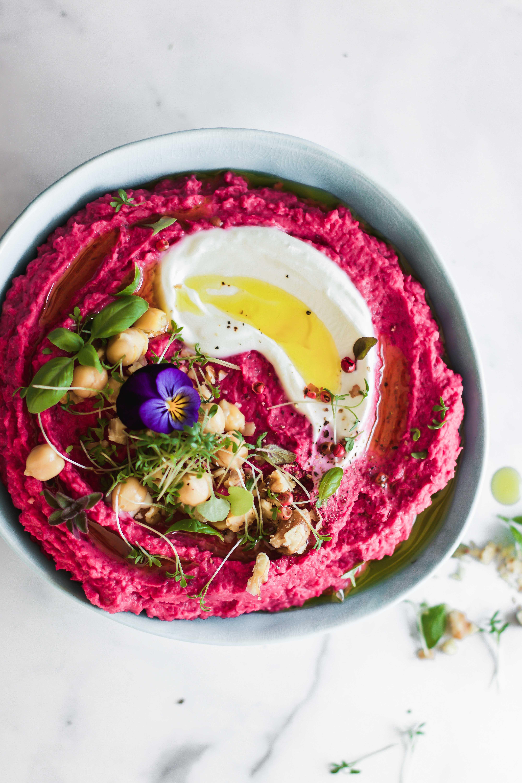 Sandwich mit Rote-Beete-Hummus