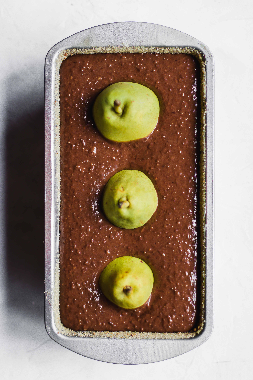 Schoko-Haselnusskuchen mit Birnen