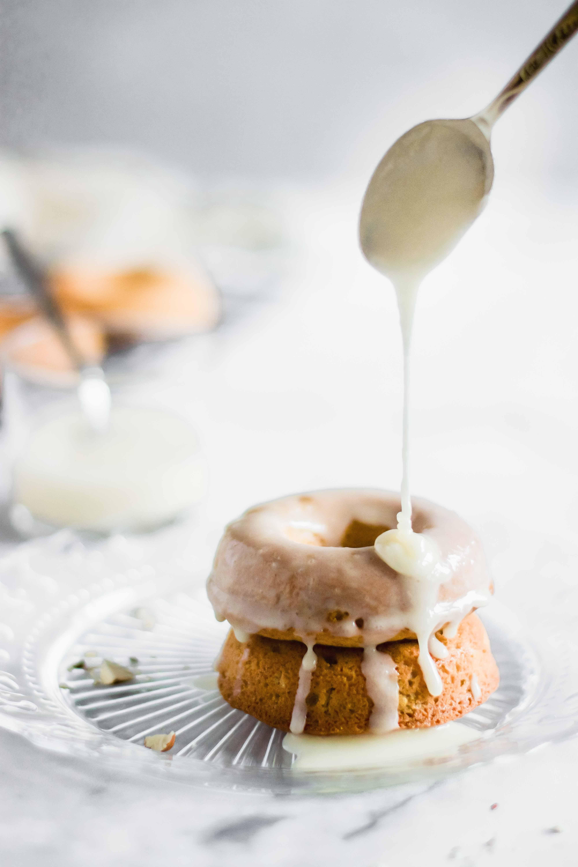 Gebackene Zimt-Birnen-Donuts
