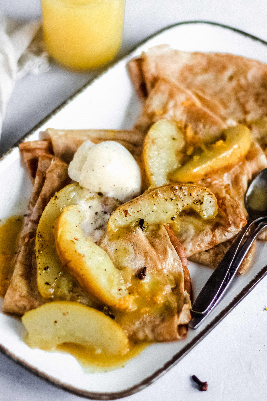 Crepes mit warmen Gewürz-Birnen
