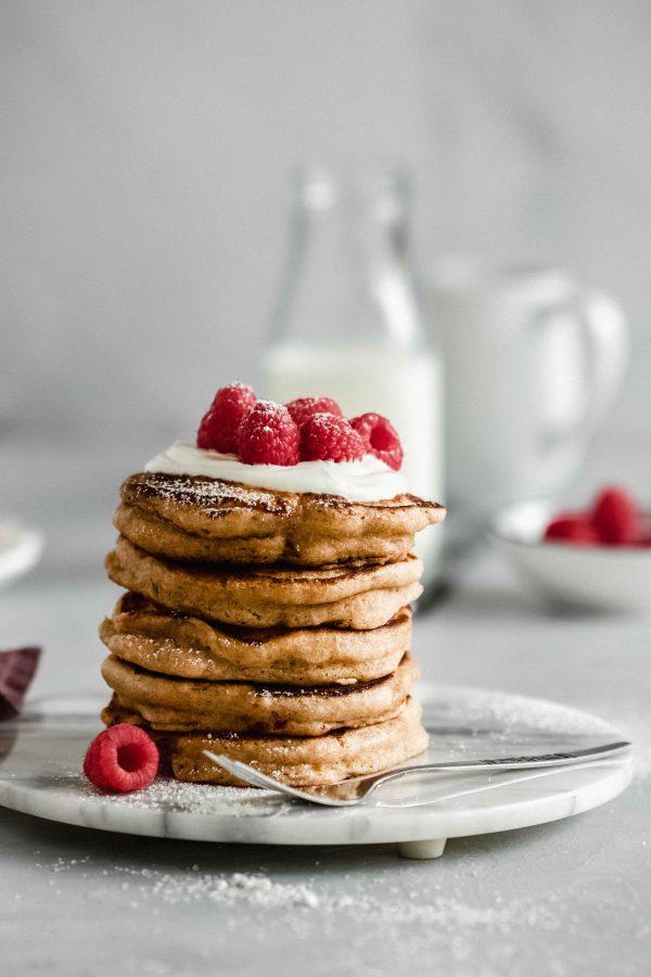 Buttermilch-Pancakes mit Himbeeren