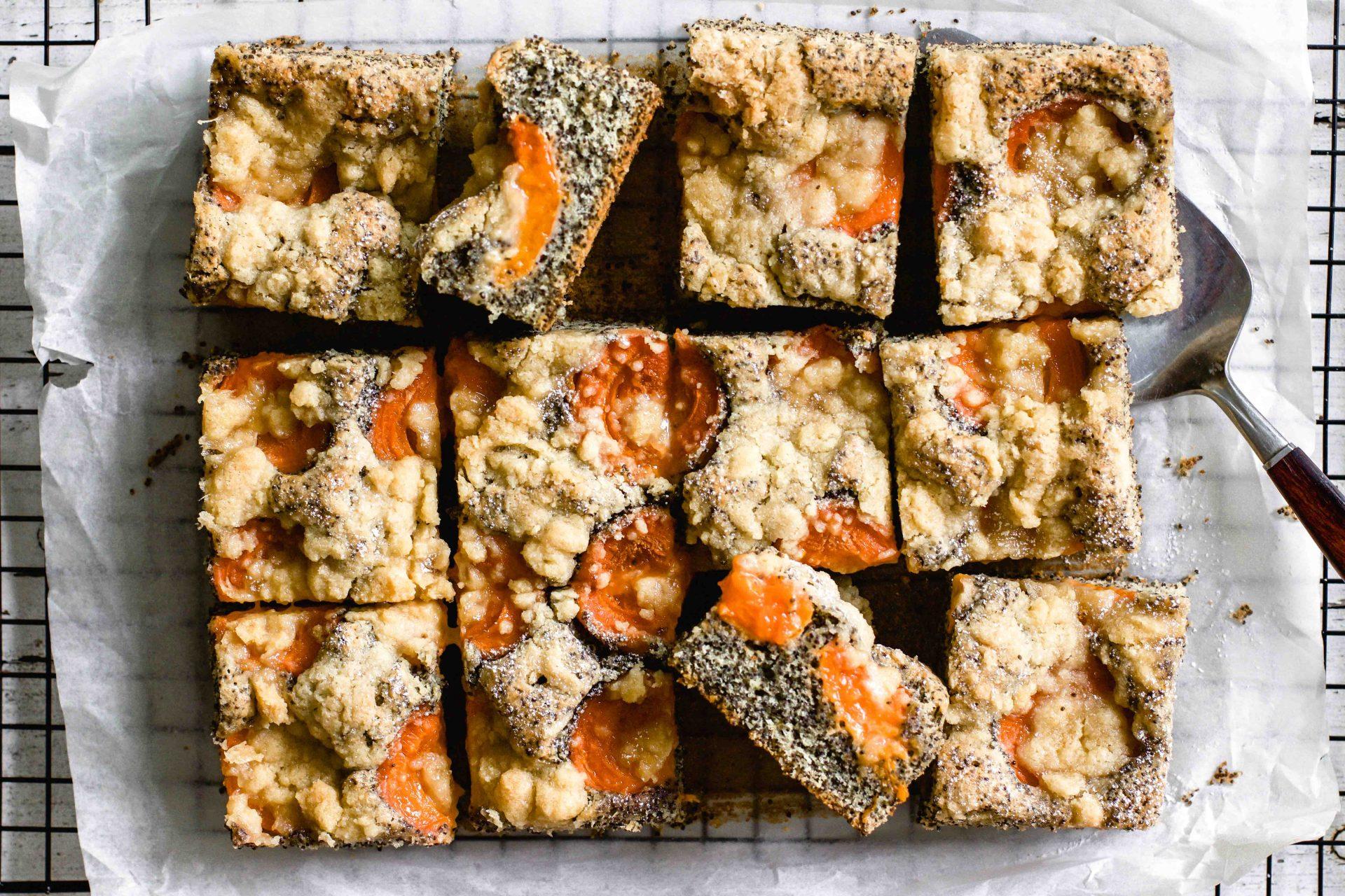 Marillen-Mohn-Kuchen mit Streusel