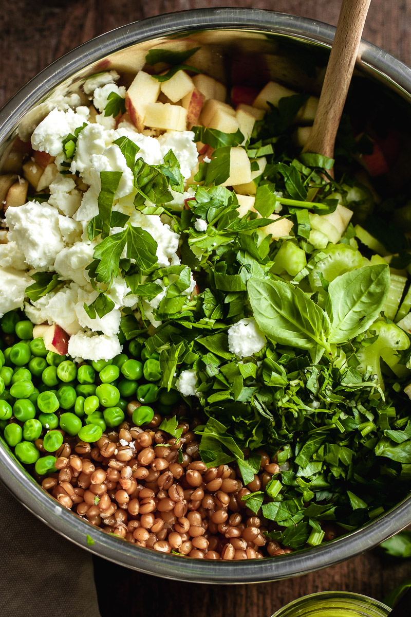 herb and grain salat with peas and feta